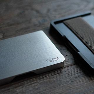 useful travel accessories: Zip travel wallet