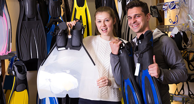 scuba diving gear: Should I Buy or Rent Gear?