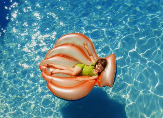 clean pool: 8 Neat Ways Of Getting A Crystal Clear Swimming Pool!